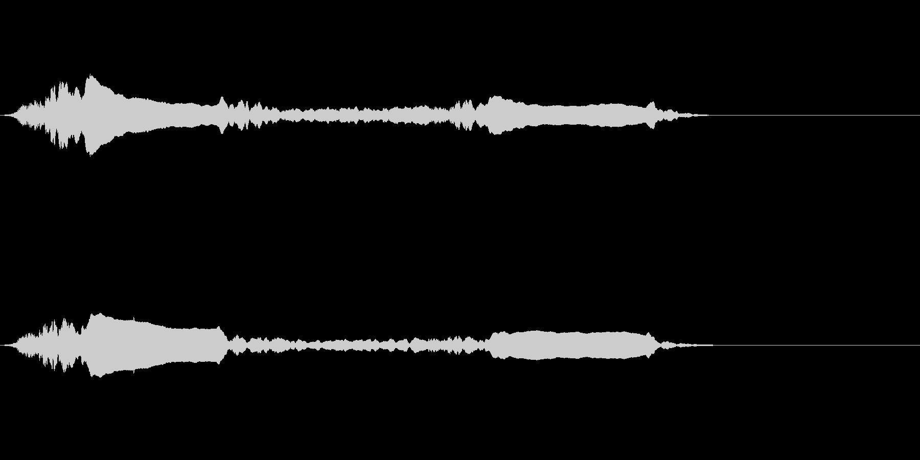 パトカーのサイレン音の未再生の波形