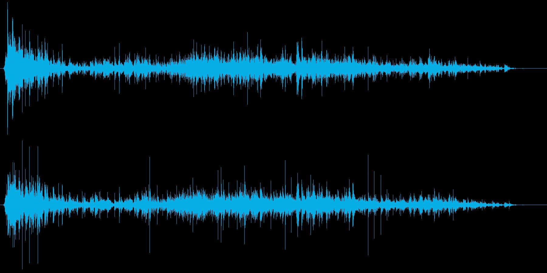 地震! 「ガタガタ」、建築、物音の再生済みの波形