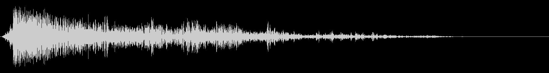 ドーン~ゴロゴロ… 遠くで雷が落ちる音の未再生の波形