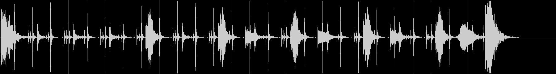 暗く不気味な金属音のリズムの未再生の波形