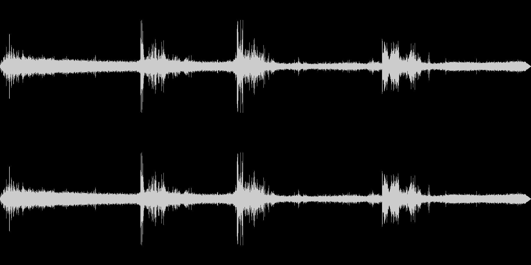 ザーザーゴロゴロの未再生の波形