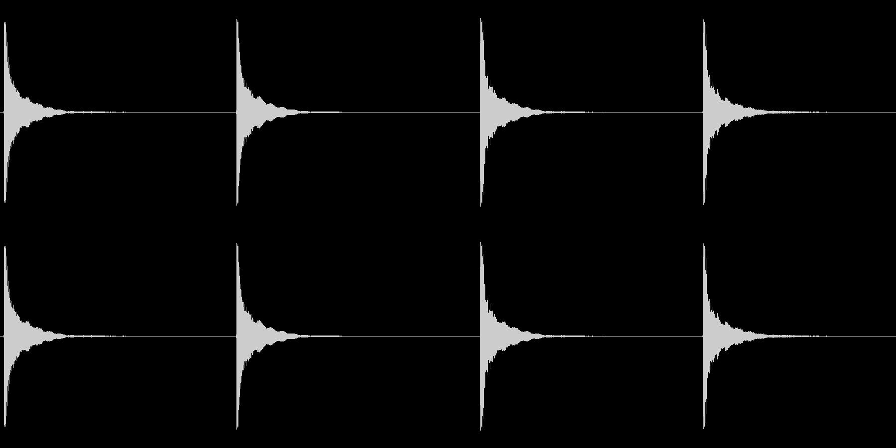 いくつかの大きな、重い振動金属のヒットの未再生の波形