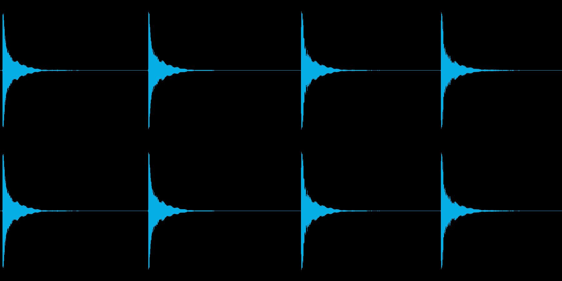 いくつかの大きな、重い振動金属のヒットの再生済みの波形