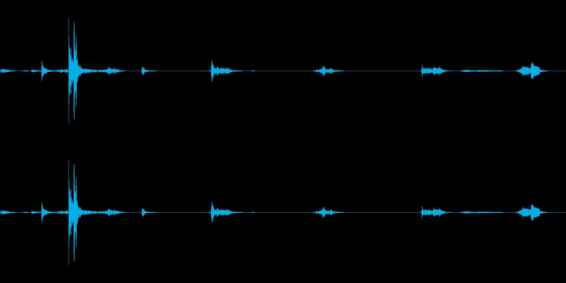 キュッキュッ(水筒の蓋を閉める音)1の再生済みの波形