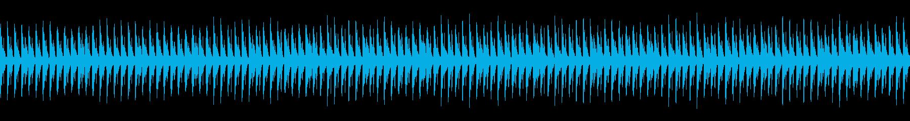 夜、軽快、疾走感:シンプルなハウスビートの再生済みの波形