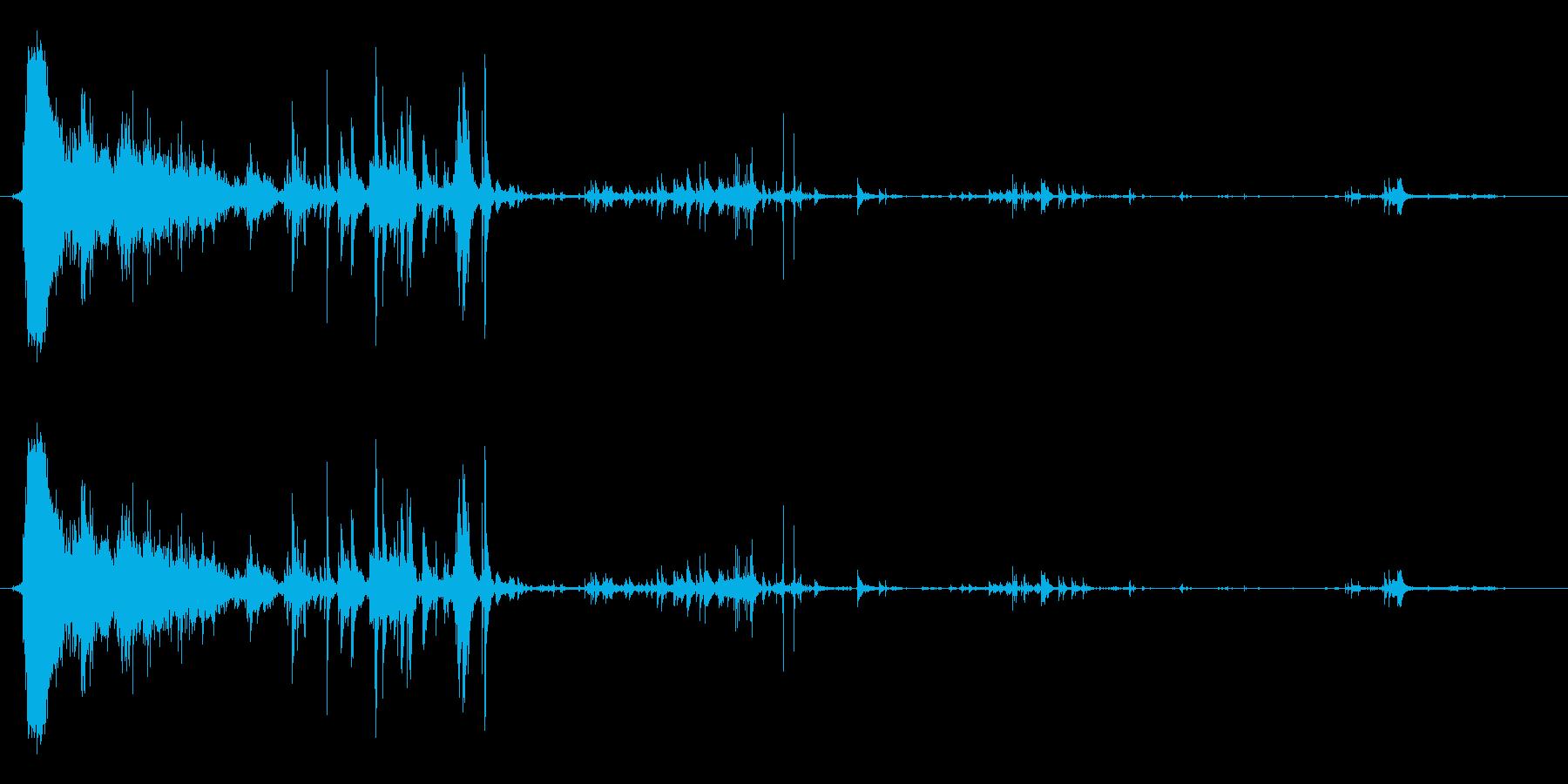 爆発後の破片の衝突の再生済みの波形