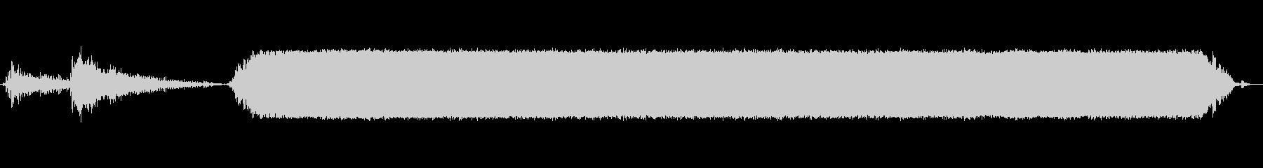 電動ハンドドリル:木材へのドリルの未再生の波形