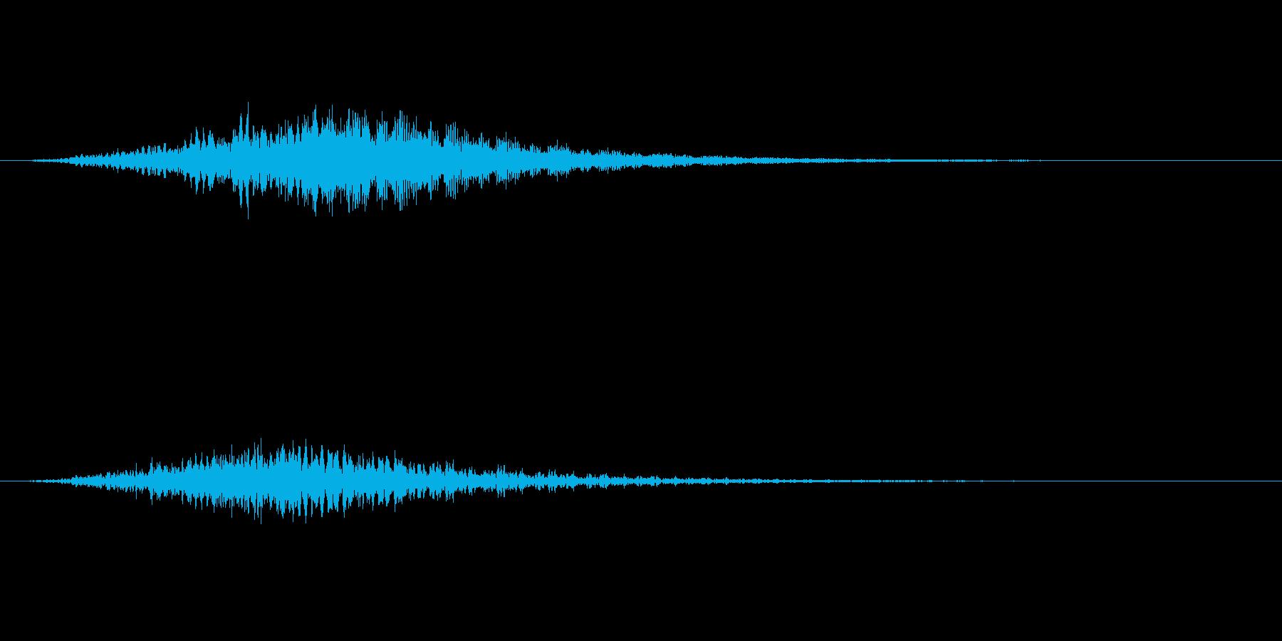 洞窟の中から聞こえる不気味な音の再生済みの波形