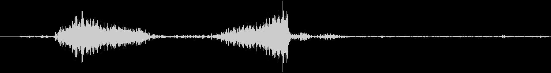 レコードのスクラッチ音です。正回転、逆…の未再生の波形