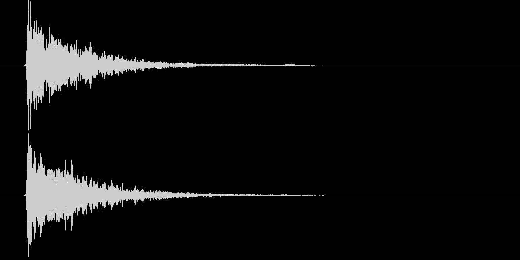 キュアーンという一瞬の音の未再生の波形