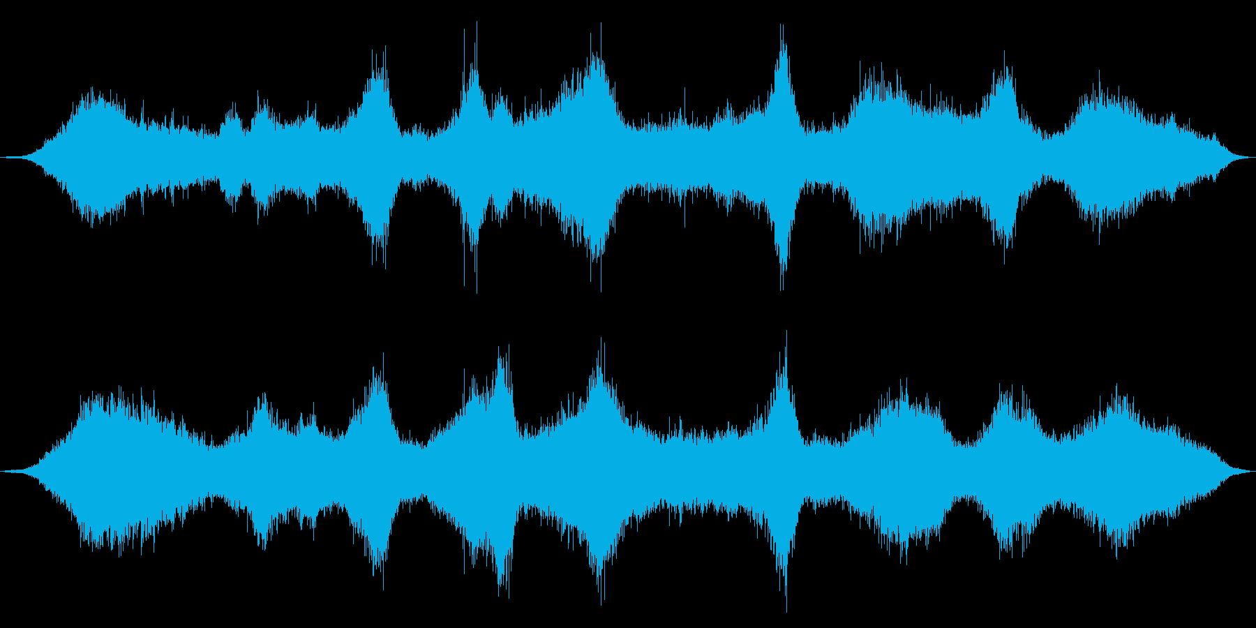 砂浜の波打ち際、やや遠め・激しめの波音の再生済みの波形
