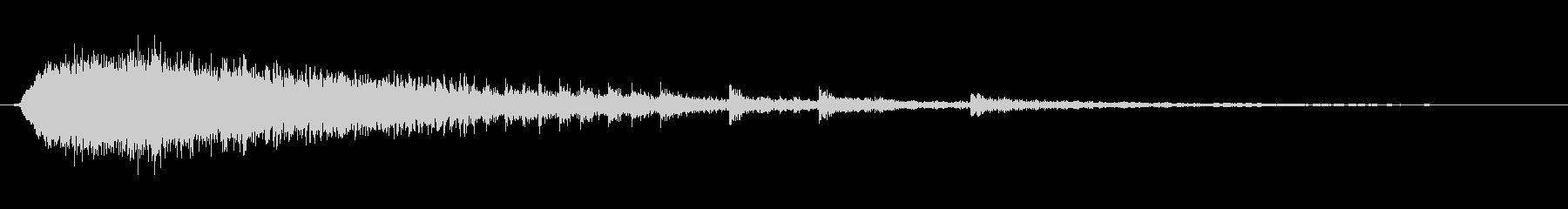 キィギギギギ(ドアの軋み音)Eの未再生の波形