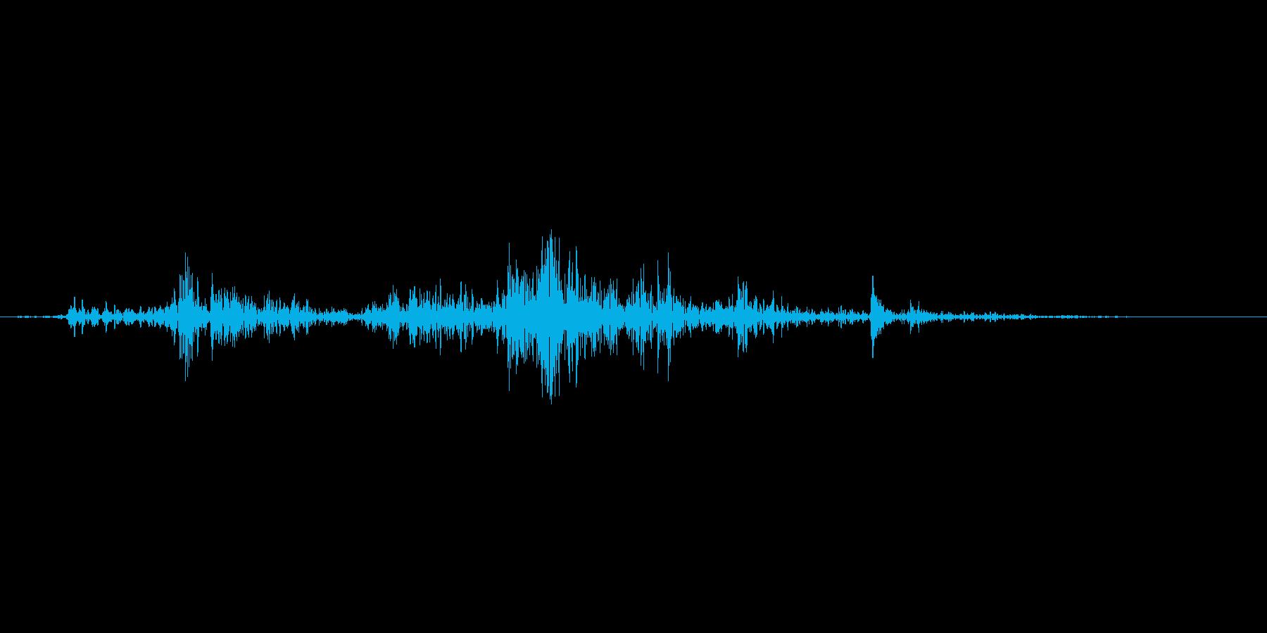 ペットボトル内の水分がバシャンという音の再生済みの波形