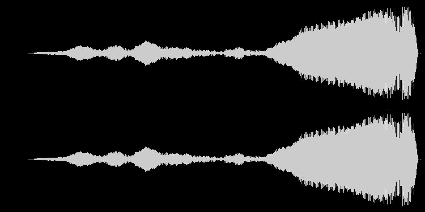 フェードインする高音の未再生の波形