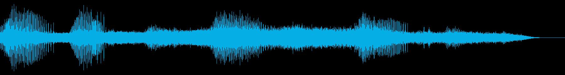 蜩の鳴き声が鳴り響く日本の田舎の山の再生済みの波形