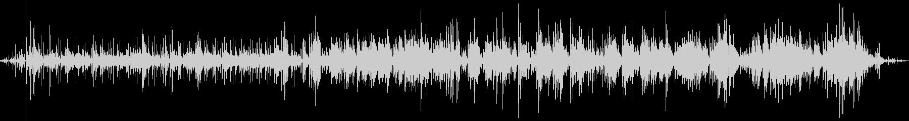 ラジオから聞こえて来る軽快なフュージョンの未再生の波形