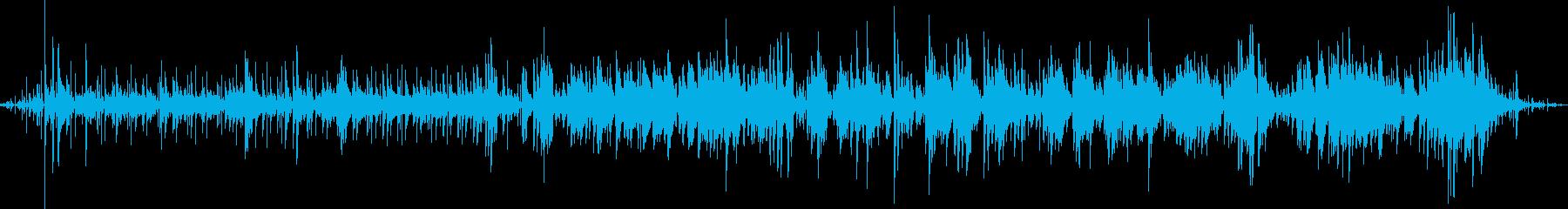 ラジオから聞こえて来る軽快なフュージョンの再生済みの波形