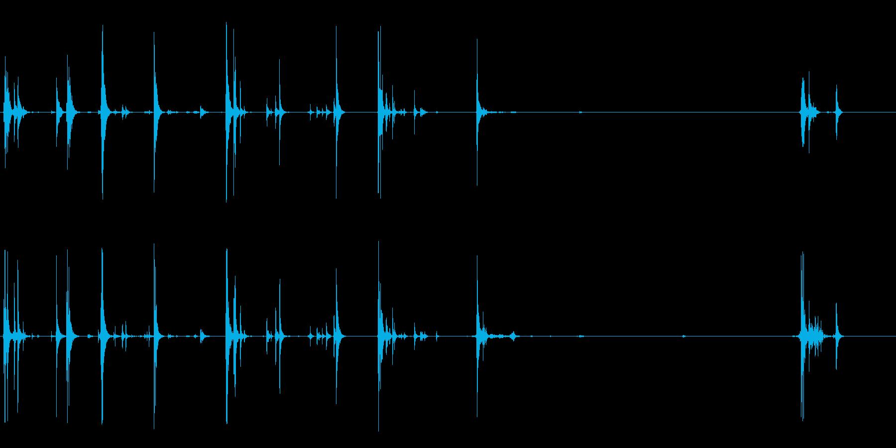 大き目のケースを開け閉めする音の再生済みの波形