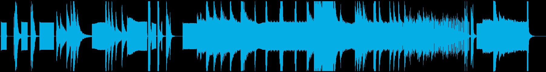 ピアノとシンセによる前衛的な現代曲の再生済みの波形
