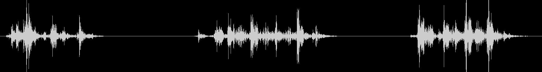 (ガチャ)ドアノブを強引に回そうとする音の未再生の波形