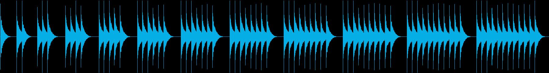 (ボーン、ボーン)レトロな柱時計の時報の再生済みの波形