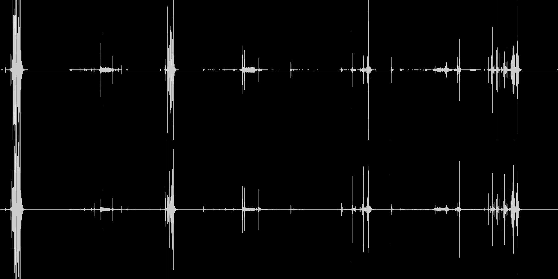 パリパリッと鳴らしている音の未再生の波形