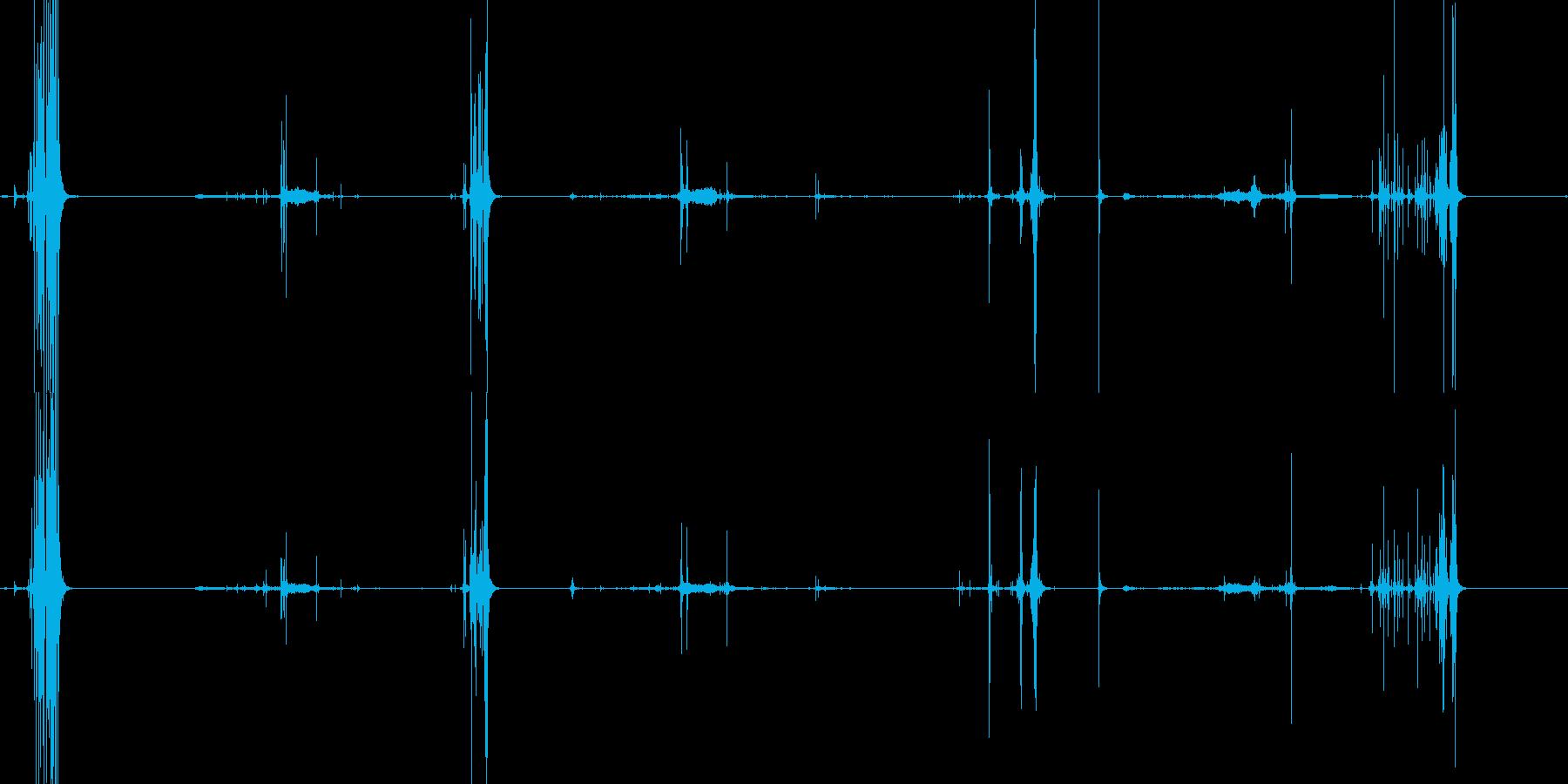 パリパリッと鳴らしている音の再生済みの波形