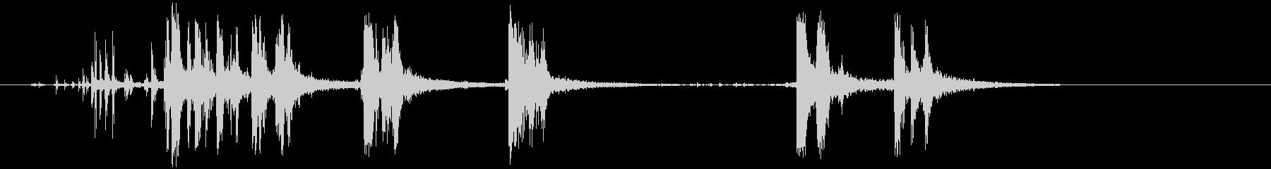 テープを伸ばす(ビィヨヨッ)の未再生の波形