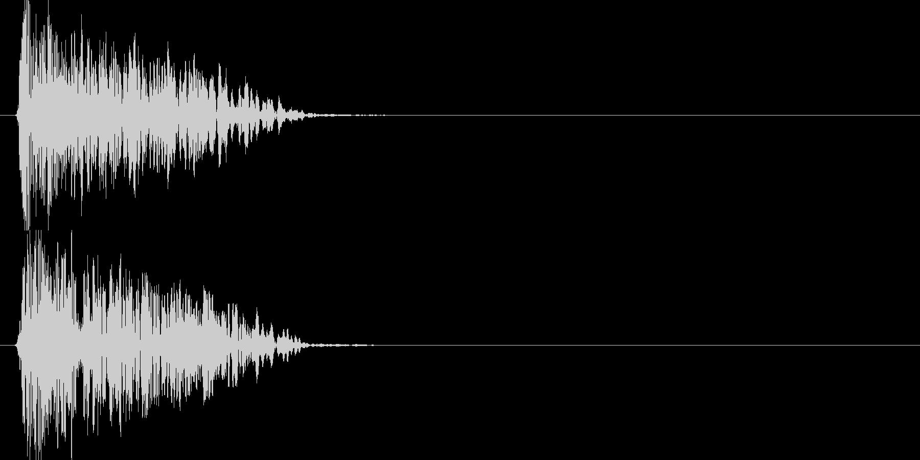 ドーン(爆発音)の未再生の波形