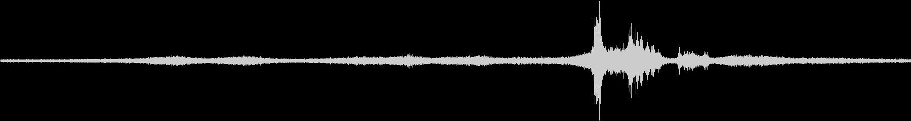 【生音】雨の日の通行音 - 11 雨 …の未再生の波形