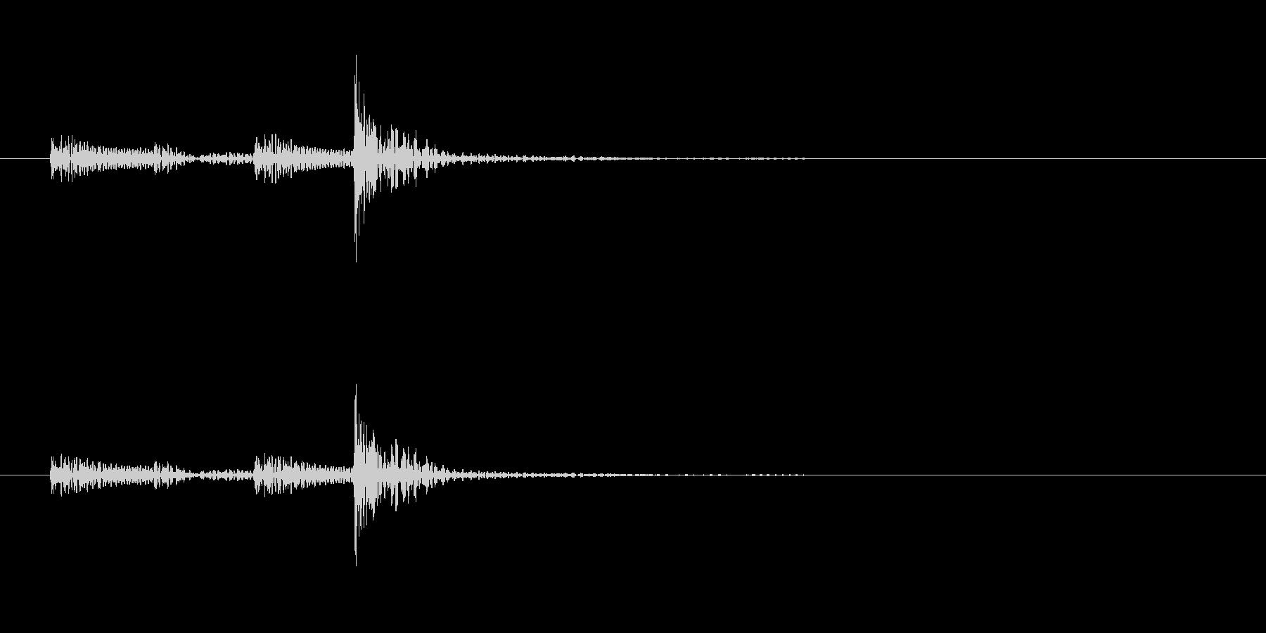 「ドン…」和太鼓の大太鼓のフレーズ音の未再生の波形