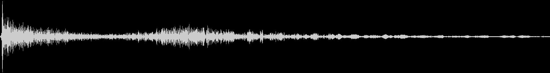 パタン カタン(ロッカーを閉める音)の未再生の波形