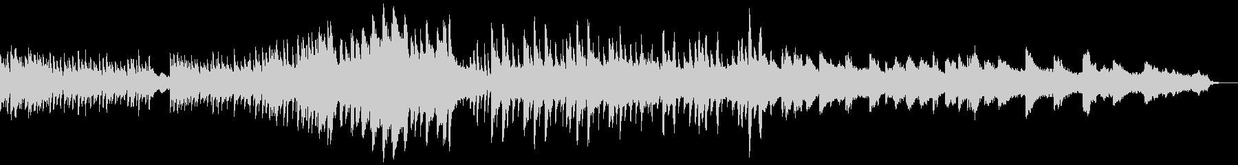ピアノと弦楽器の幽玄な曲の未再生の波形