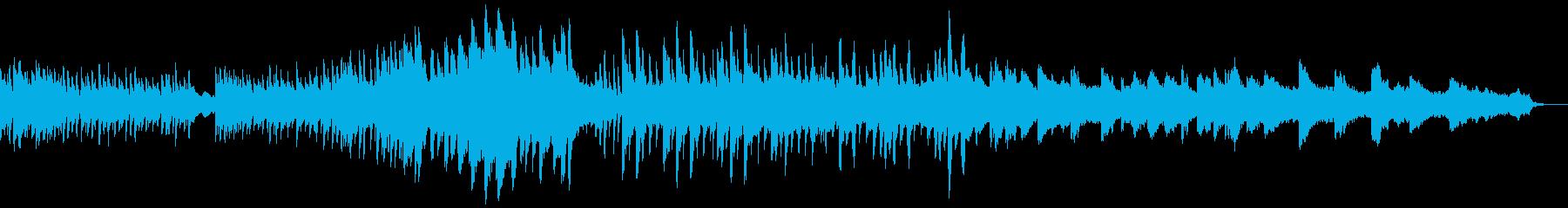 ピアノと弦楽器の幽玄な曲の再生済みの波形