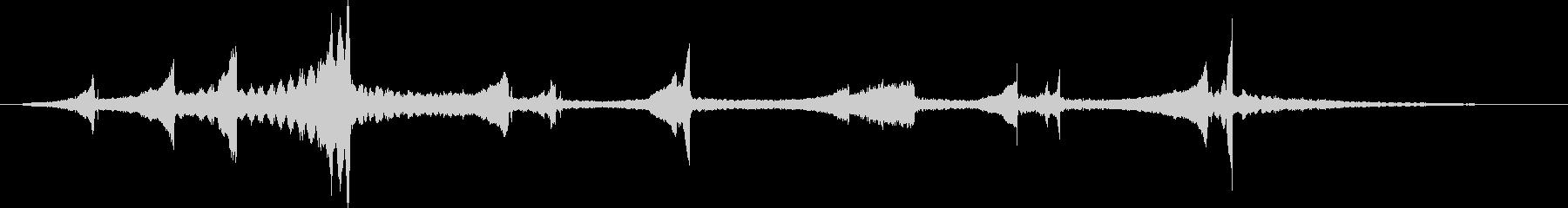 合唱の背景を持つ劇的な逆ピアノ弦を弾くの未再生の波形