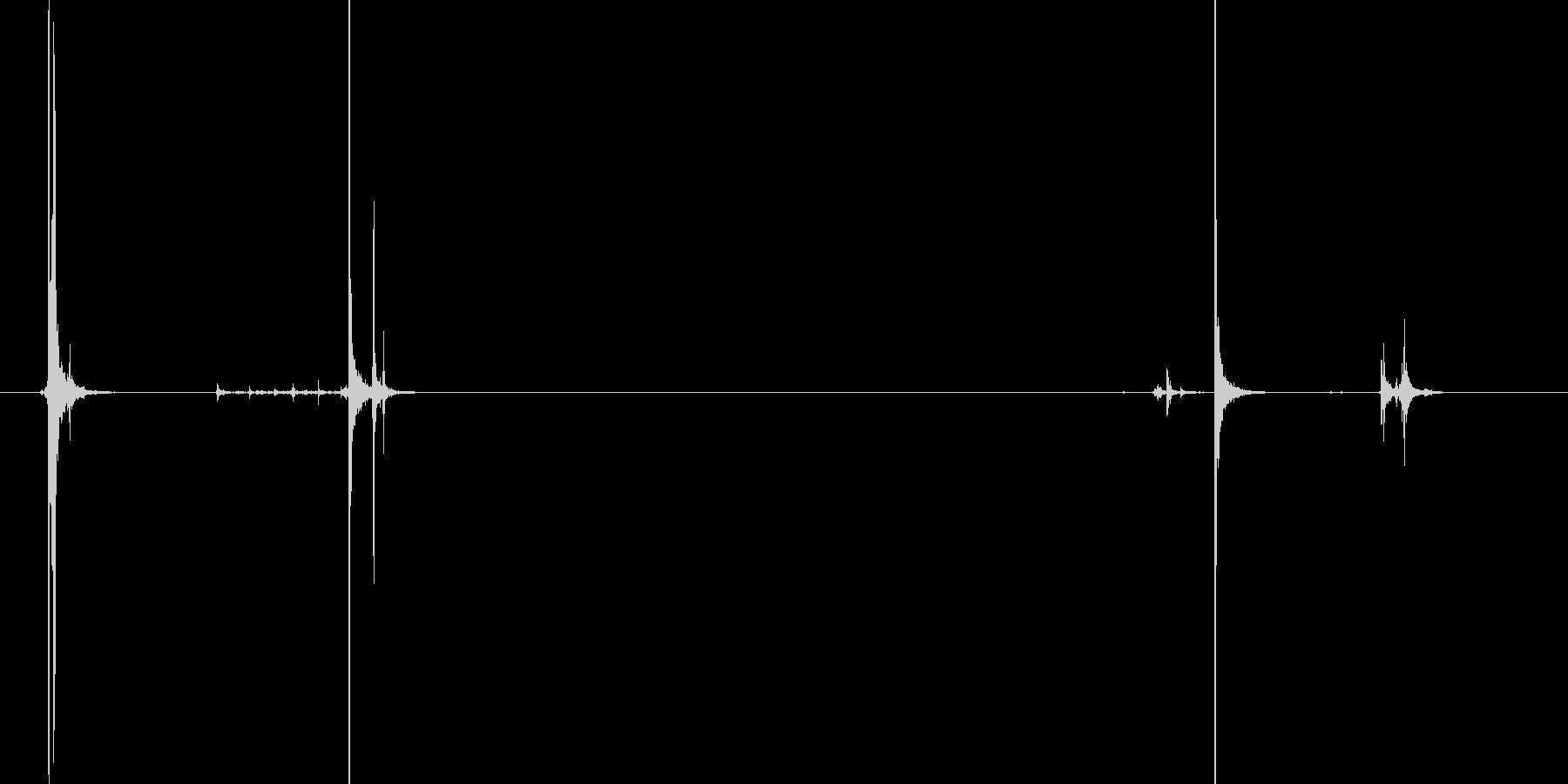 ケースの金具の開閉音の未再生の波形