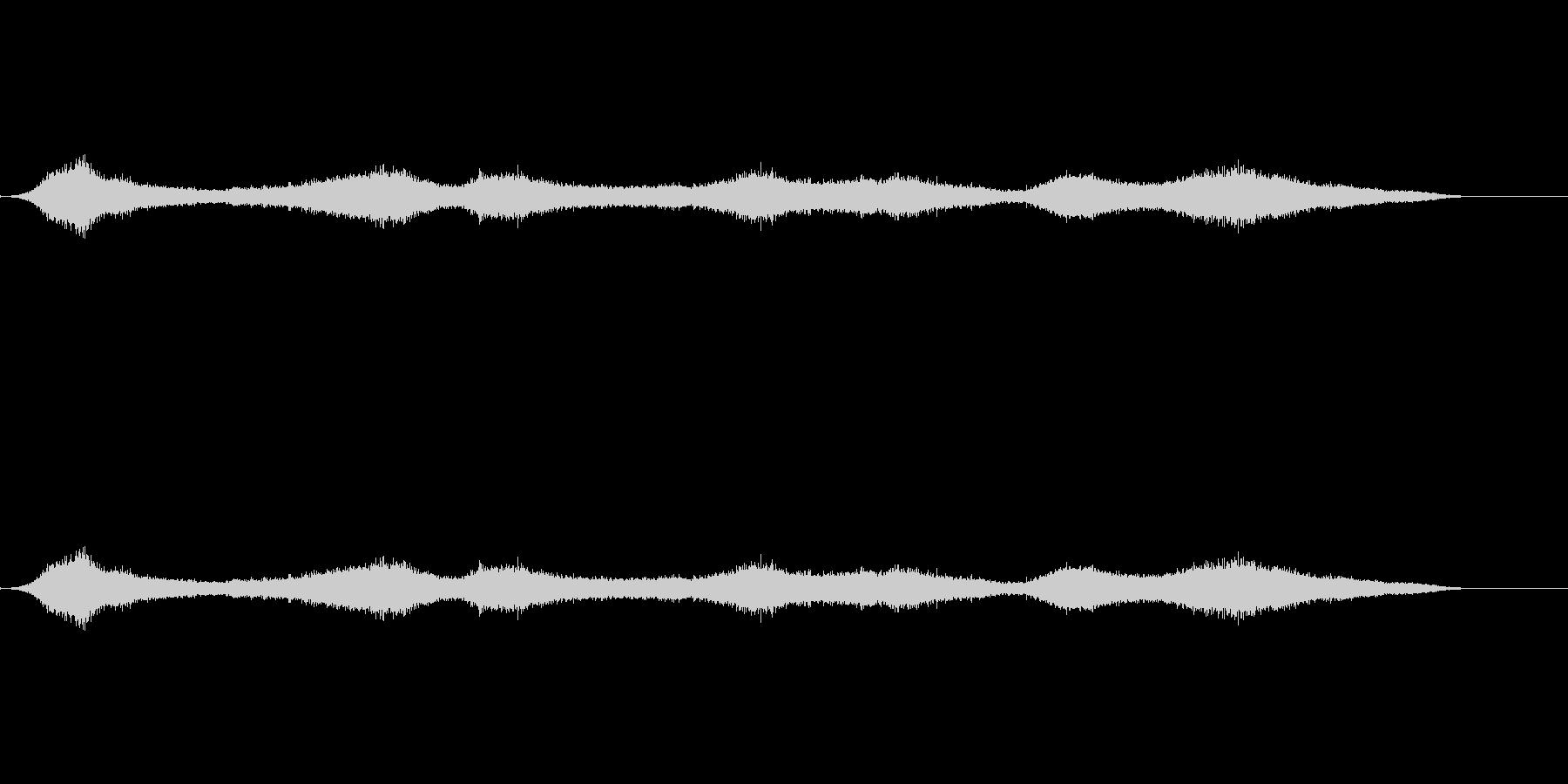 ビーチの波の未再生の波形