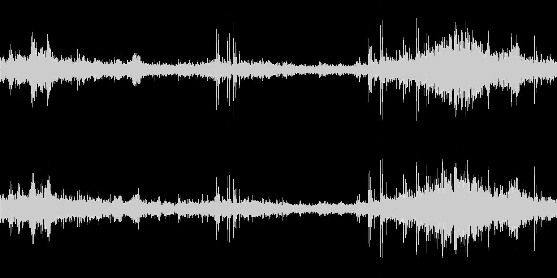 電車走行中(車内で録音)の未再生の波形