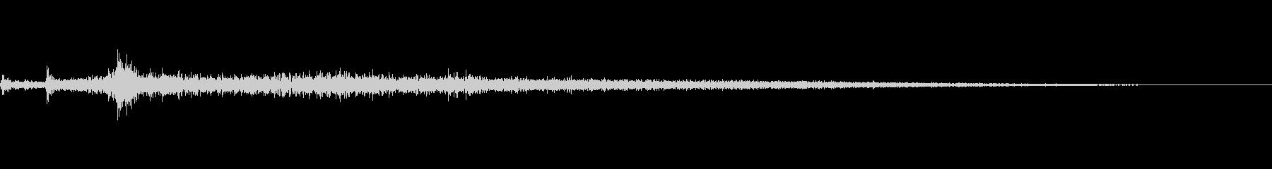 ザバーン(水辺に飛び込む音)の未再生の波形