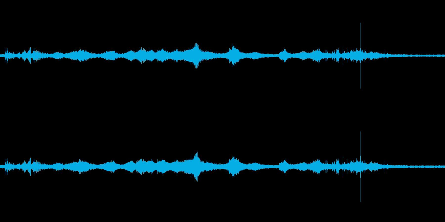 【生音】雷14 - 風と雷と通行音+物…の再生済みの波形