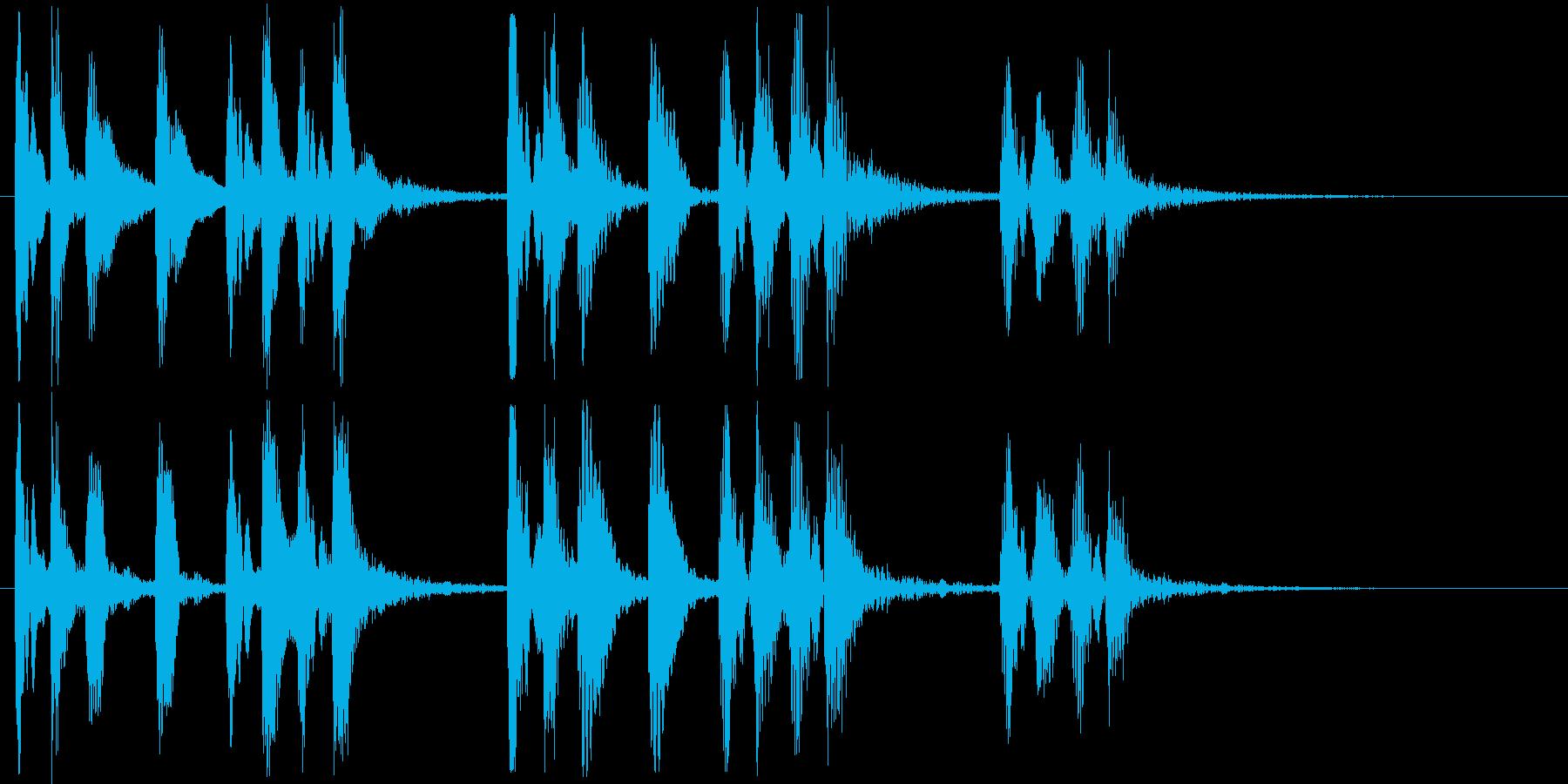 明るい弾みのあるピアノの効果音の再生済みの波形