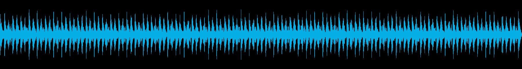 部屋から音漏れするダンスミュージックの再生済みの波形