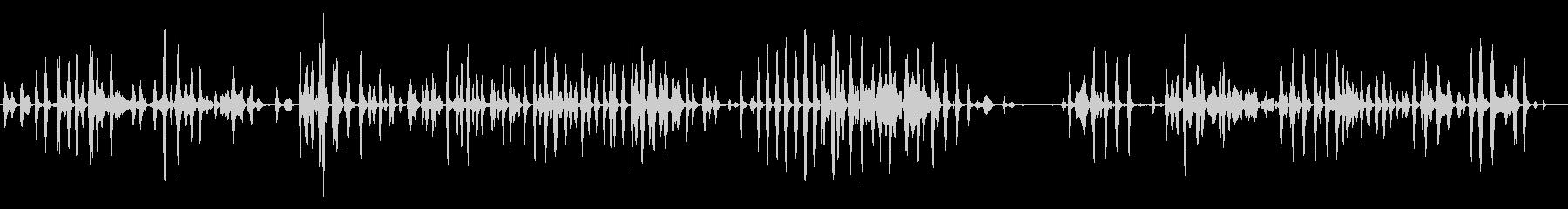 屋内:いくつかの子犬が鳴り、犬の未再生の波形