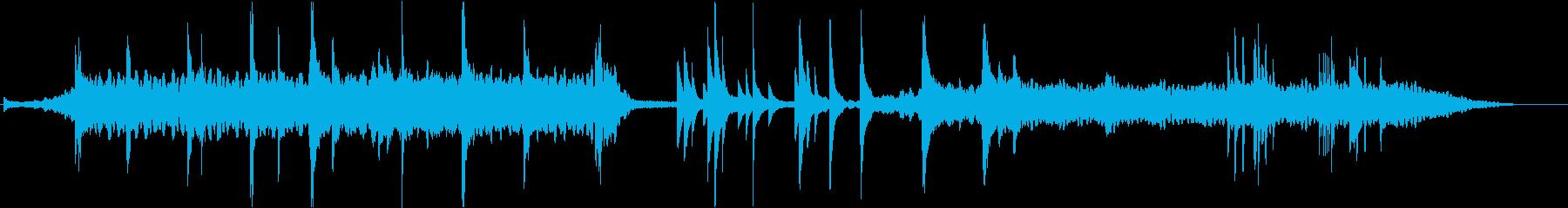 抽象的でダークなピアノの即興の再生済みの波形
