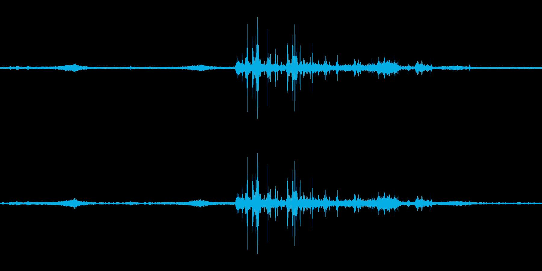 【生音】雷雨18 - 雨と雷と通行音の再生済みの波形