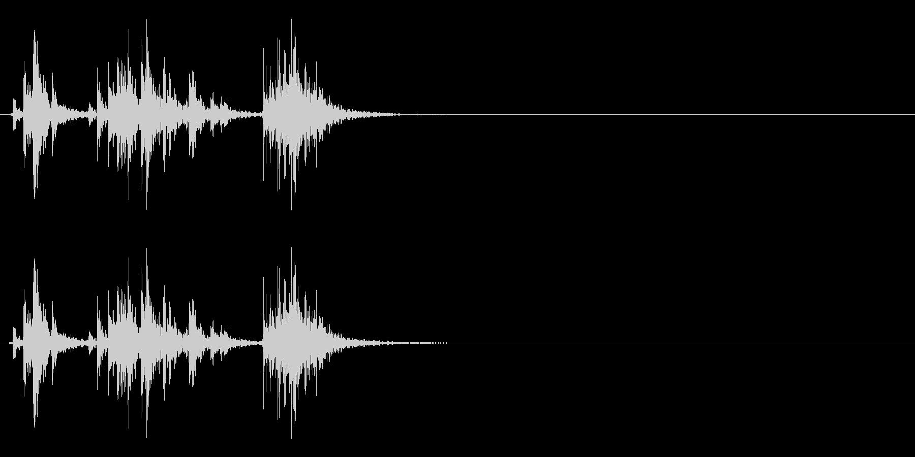 アタッシュケースの留め具を開ける音の未再生の波形