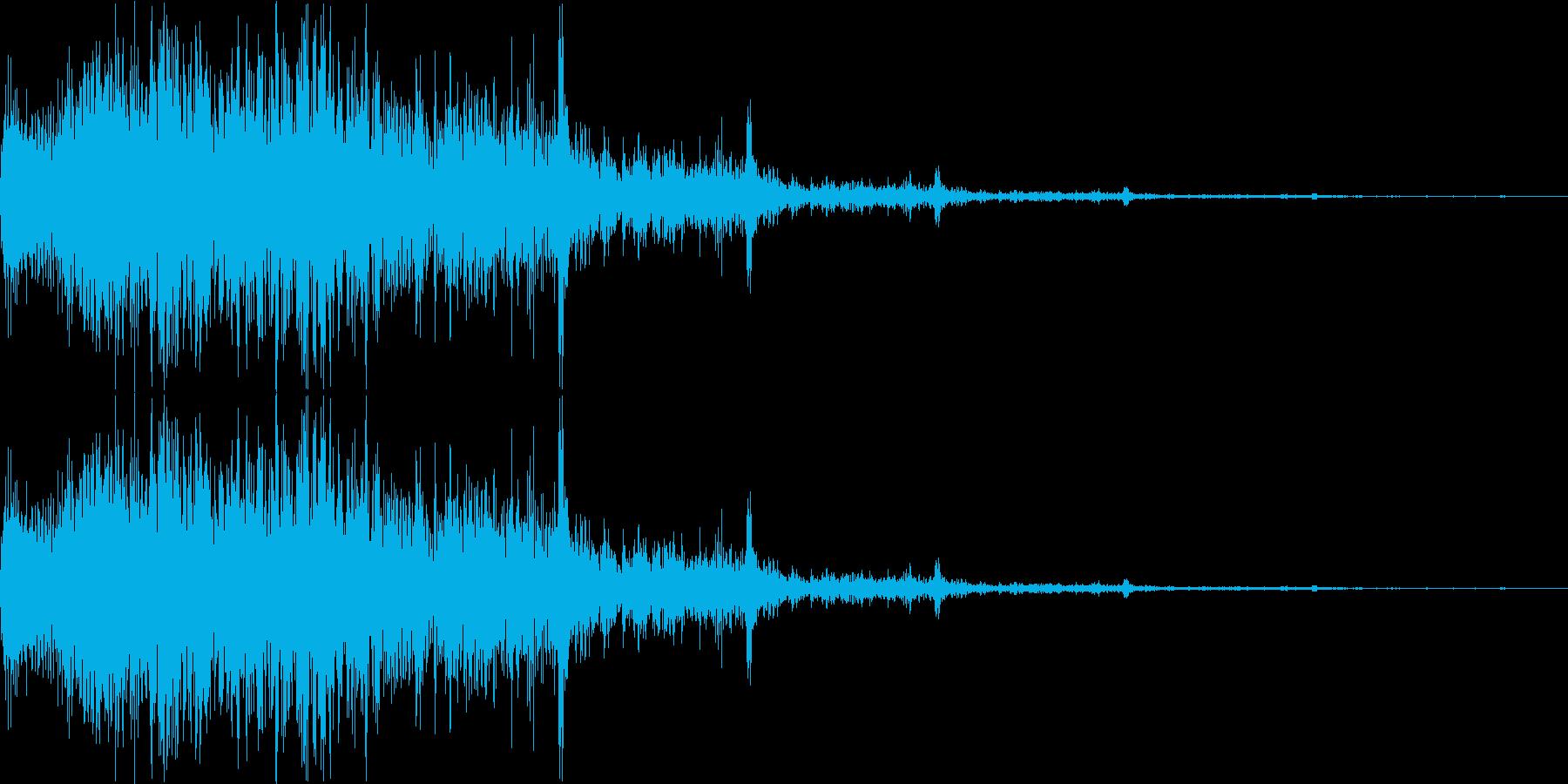 雷のような音です。ゲーム的なサウンドで…の再生済みの波形