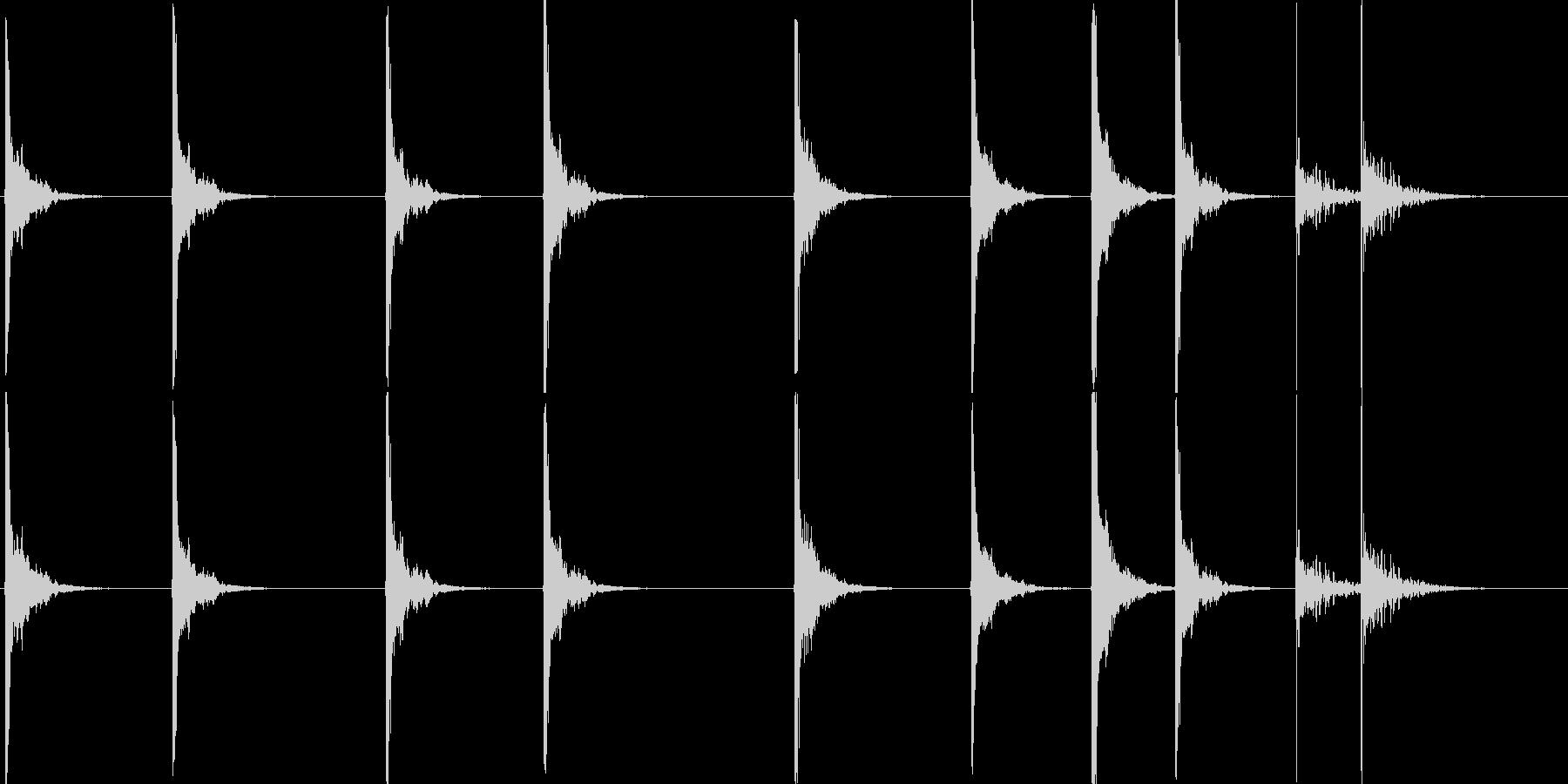 鉄のはしごを上る音です。の未再生の波形