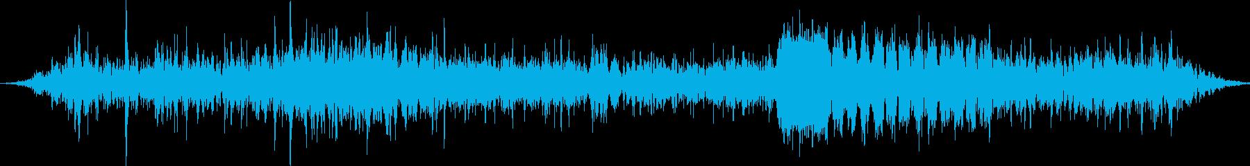 遠くの山の探索通信干渉の再生済みの波形