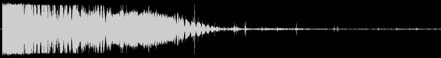 重いパンチ(ミシッとめり込む)の未再生の波形